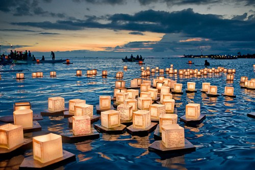 Hawaii-Lantern-Floating