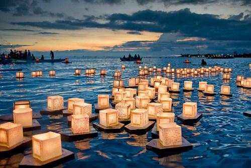 Lantern-Floating-Hawaii-1