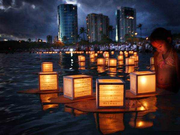 Memorial-Day-Hawaii-Lantern-FLoating