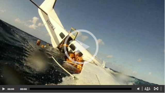 See Horrifying Video of the Hawaii Plane Crash From Inside and Outside the Plane Cabin