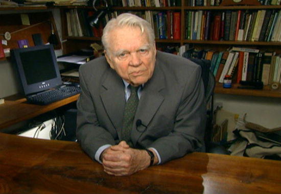 """Famous """"60 Minutes"""" Commentator Andy Rooney Dies"""