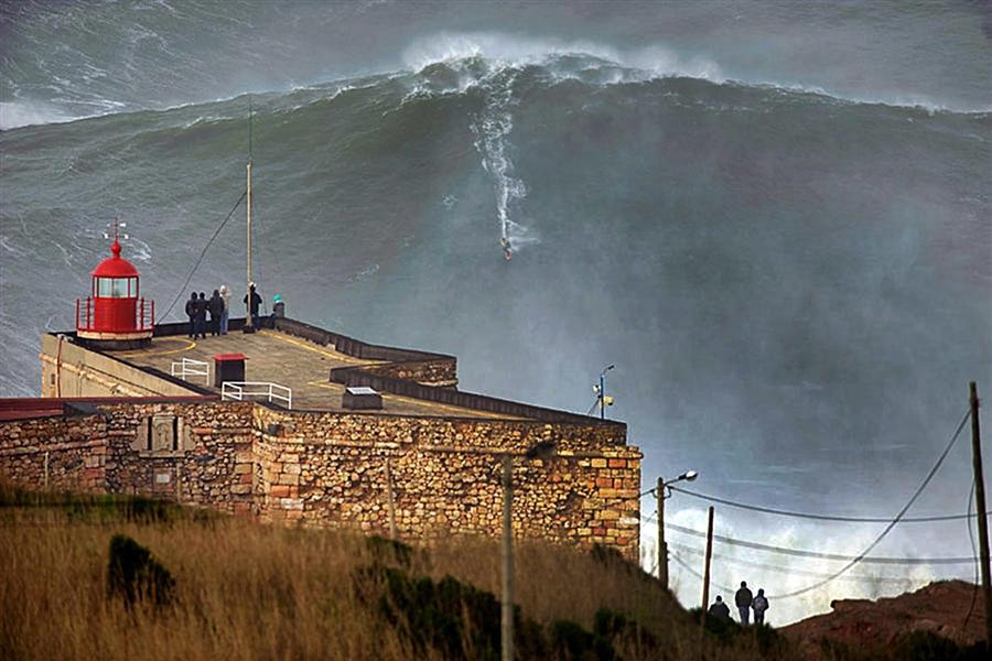 Hawaii Surfer Garret McNamara Reportedly Rides a 100-Foot Wave